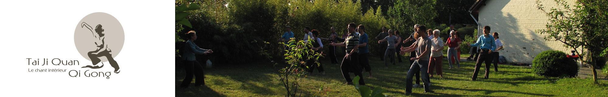 Pratique de Tai chi dans le jardin